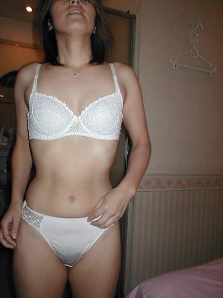 25歳くらいの新妻が下着で淫乱になった画像って、結構ヌケるんだよな[15枚] | ギャルル | エロ画像,20代,主婦人妻,下着,コスプレ