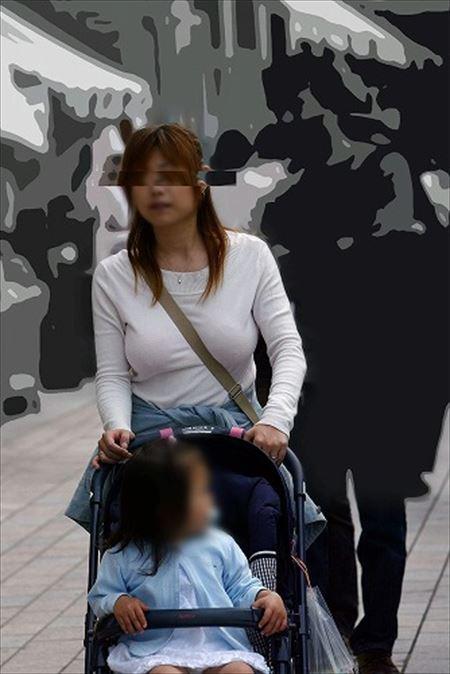 子供を連れた人妻が胸チラパンチラしちゃってる盗撮画像でオナろうぜ![24枚] | Tバック好きのお尻フェチ画像ブログ | エロ画像,主婦人妻,チラリズム,パンチラ,胸チラ,盗撮・隠し撮り