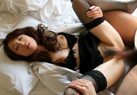 人妻主婦が着衣のままでHな事してくれる画像でシコろうか[15枚] | 日刊:熟女と人妻エロス | エロ画像,主婦人妻,着衣SEX,着エロ