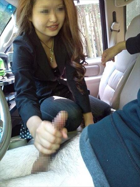 色っぽい奥さんが締め切った車内でHな事してくれる画像まとめ[15枚] | 日刊:熟女と人妻エロス | エロ画像,主婦人妻,車内,カーセックス