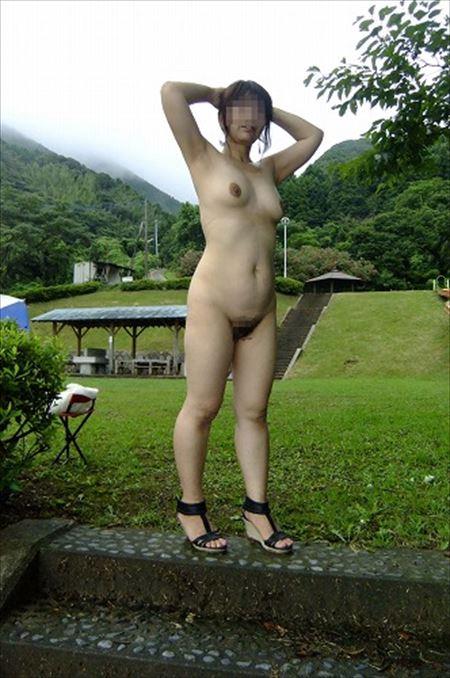 奥さんが野外で露出プレイしてる画像の観賞会はコチラww[15枚] | おっぱい画像とエロメガネ | エロ画像,主婦人妻,野外露出,素人,エロ撮影,露出プレイ