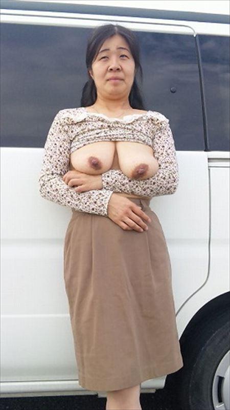 結構可愛い奥様が路上で変態露出してる画像、どれが一番抜ける?[15枚] | おっぱい画像とエロメガネ | エロ画像,主婦人妻,野外露出,素人,エロ撮影,露出プレイ